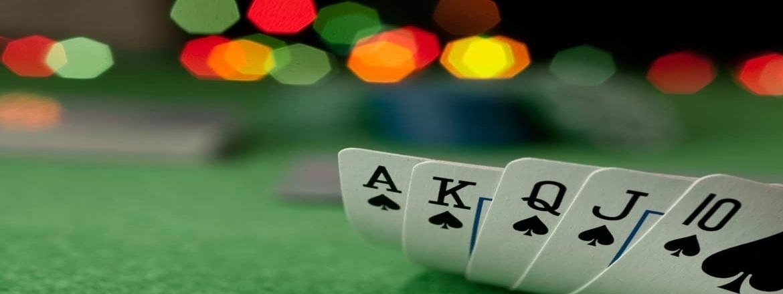 poker theseis paikton